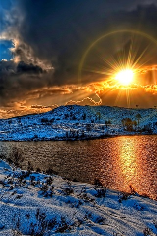iPhone Wallpaper Winter, snow, lake, clouds, sunset, sun, HDR style
