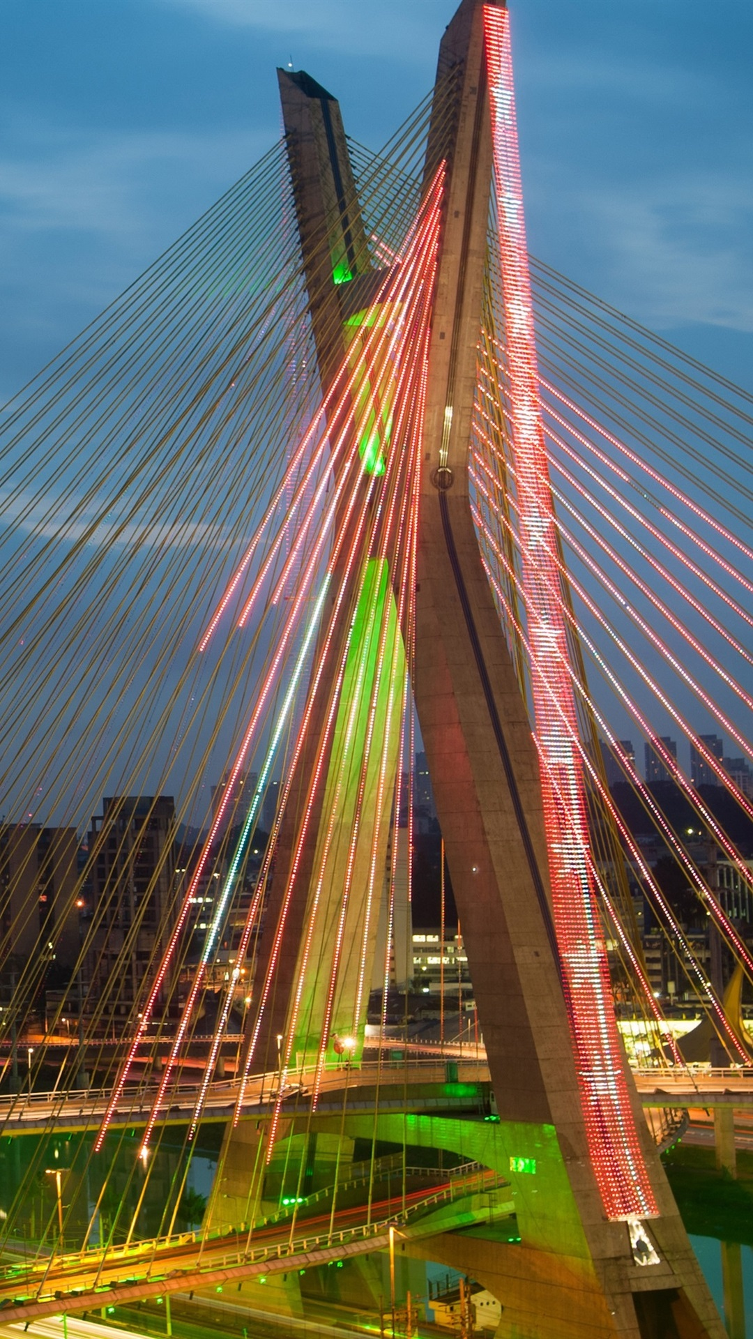 ブラジル サンパウロ チェーンブリッジ 川 夜間 照明