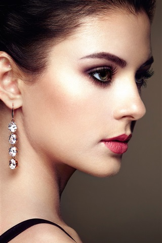 iPhone Wallpaper Fashion young beautiful girl, earrings pendants