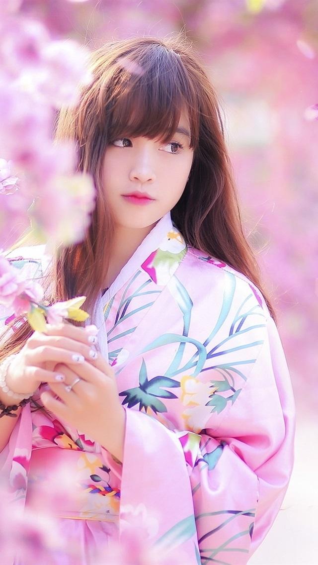 https://s2.best-wallpaper.net/wallpaper/iphone/1701/Lovely-Japanese-girl-spring-sakura-kimono_iphone_640x1136.jpg