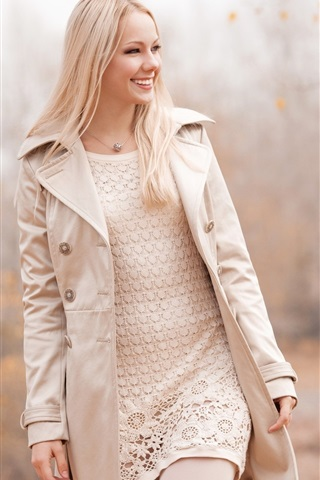 iPhone Wallpaper Smile blonde girl walking in autumn