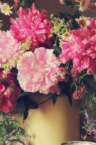 iPhoneの壁紙 美しい牡丹の花、ピンクの花びら、時計、花瓶