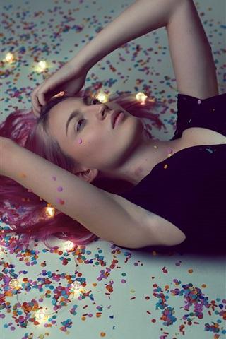 iPhone Wallpaper Blonde girl lying on the ground, black dress, pose