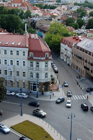 iPhone Wallpaper Lithuania, Vilnius, city, street, houses, traffic, top view