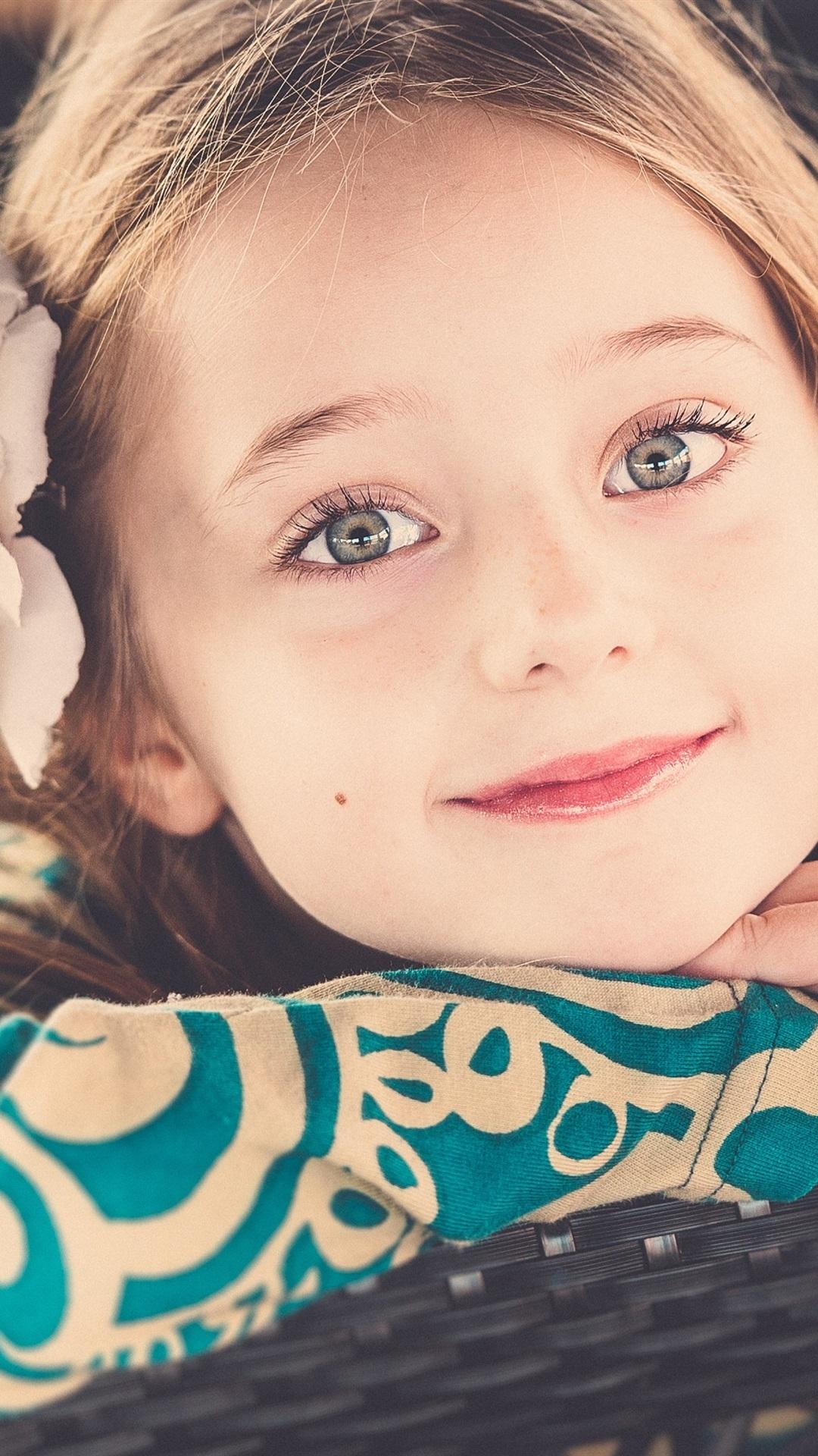 かわいい女の子の笑顔 1080x1920 Iphone 8 7 6 6s Plus 壁紙 背景 画像