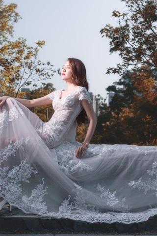 iPhone Wallpaper Asian girl, bride, white dress, pose