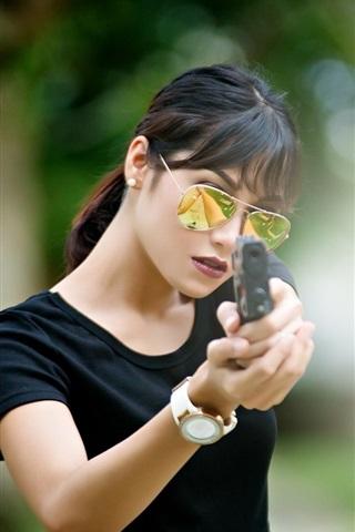 iPhone Wallpaper Black dress girl use gun, glasses