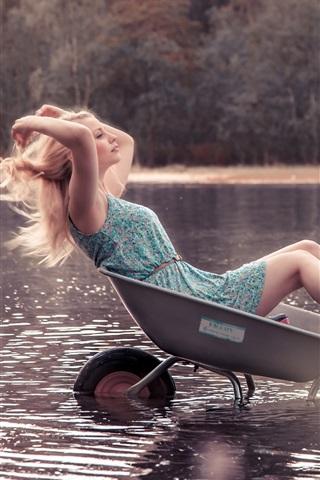 iPhone Wallpaper Blonde girl sit in small cart, water, lake