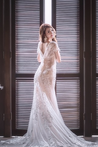 iPhone Wallpaper Bride look back, Asian girl, room, window
