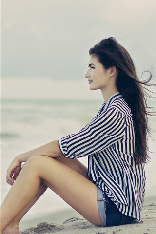 iPhone Wallpaper Brunette hair girl sitting at the beach, sea, wind