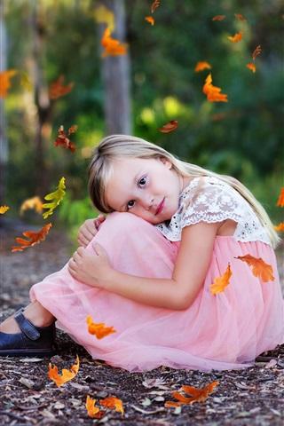 iPhone Wallpaper Lovely little girl sit on ground, autumn, leaves