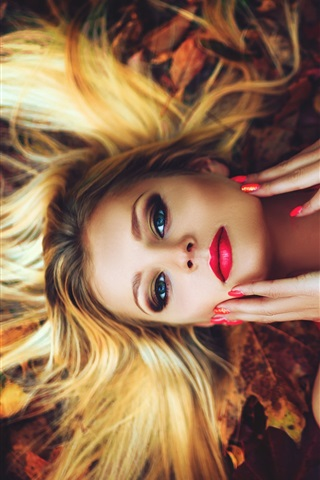 iPhone Wallpaper Makeup girl, hairstyle, blonde, lying on ground, autumn