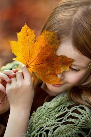 iPhone Wallpaper Shy little girl, maple leaf, smile