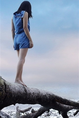 iPhone Wallpaper Girl standing on dry tree