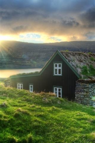 iPhone Wallpaper Iceland, hut, grass, coast, sea, sun rays