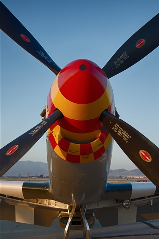 iPhone Wallpaper Airfield fighter propeller