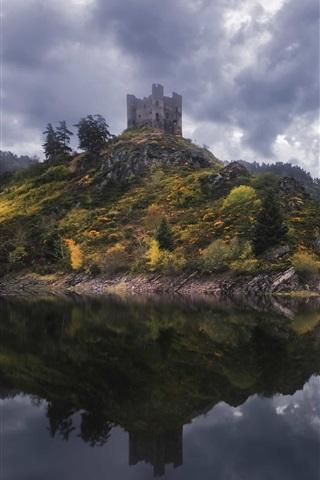 iPhone Wallpaper Alleuze, France, lake, fog, trees, castle, clouds