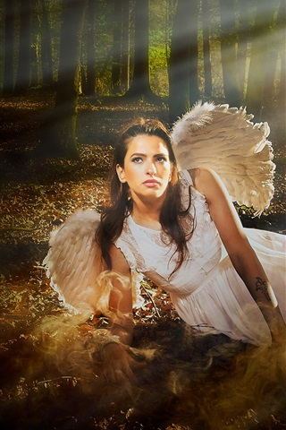 iPhone Wallpaper Angel girl in the forest, light