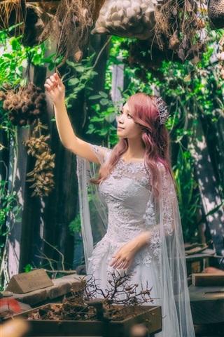 iPhone Обои Азиатская девушка, вьющиеся волосы, принцесса, белое платье