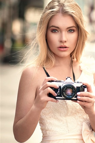 iPhone Wallpaper Blonde girl use Olympus camera