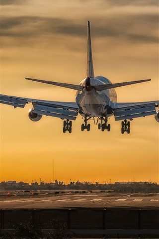 iPhone Wallpaper Boeing 747 airplane take off