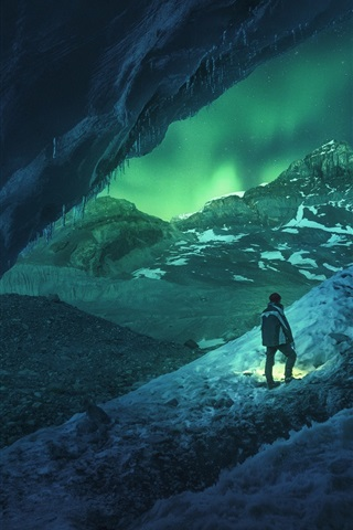 iPhone Wallpaper Canada, Athabasca, cave, snowy, winter, men, night, northern light