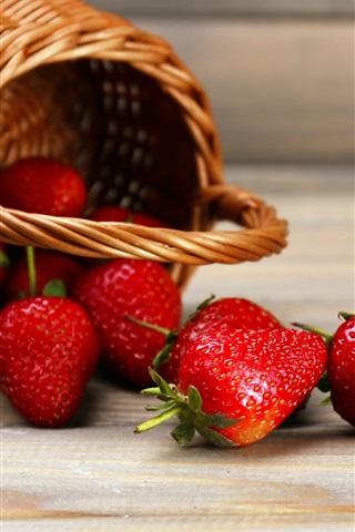 iPhone Wallpaper Fresh strawberry, basket, wood board