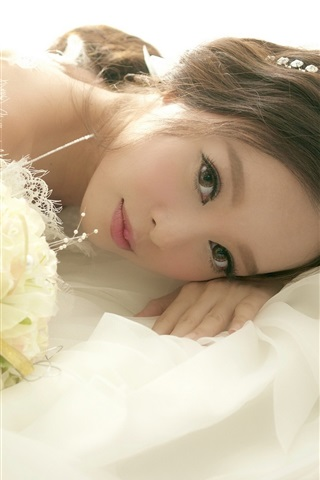 iPhone Wallpaper Asian girl, bride, wedding, flowers
