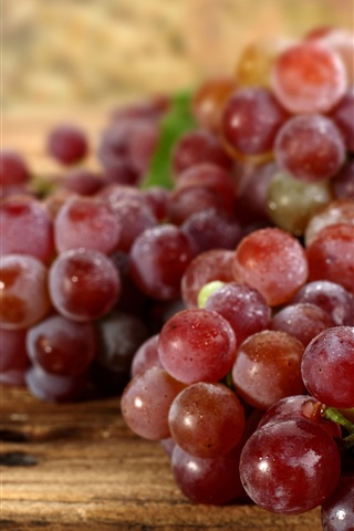 iPhone Wallpaper Fresh red grapes, harvest, water drops