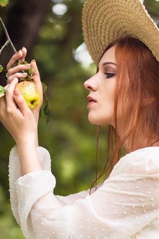 iPhone Wallpaper Girl found an apple