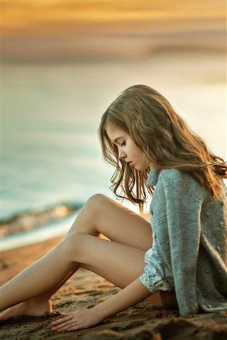 iPhone Wallpaper Girl sit on beach