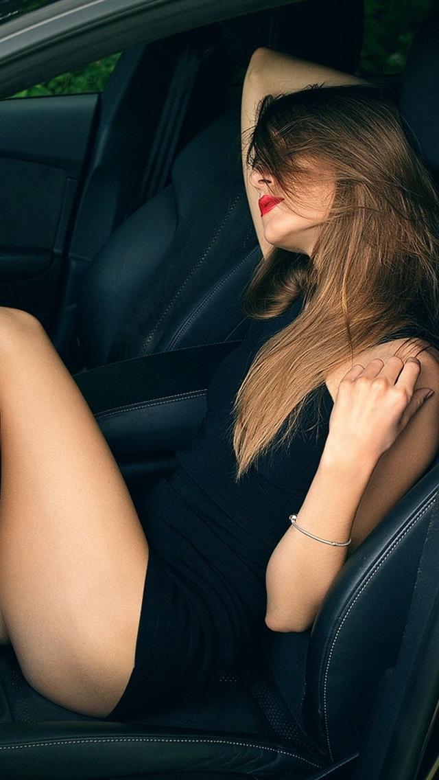 Sexy Girl In Car Beautiful Legs 640x1136 Iphone 5 5s 5c Se
