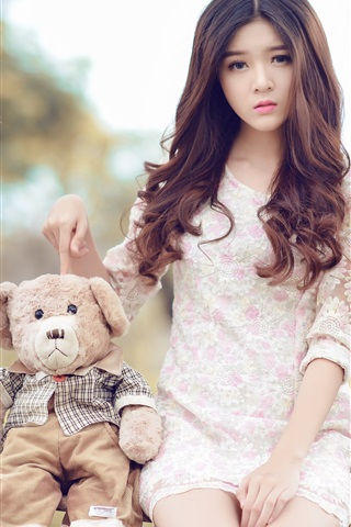 iPhone Wallpaper Asian girl and teddy bear sit on swing
