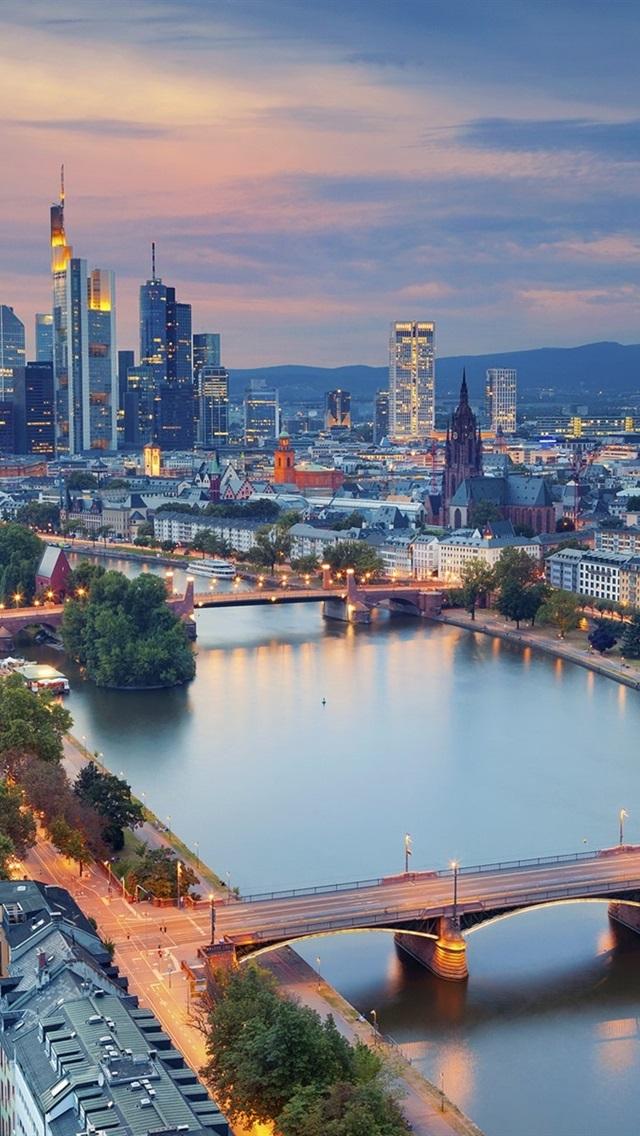 美しい街の夜 ドイツ フランクフルト 高層ビル ライト 640x1136 Iphone 5 5s 5c Se 壁紙 背景 画像