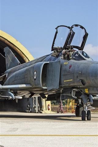 iPhone Wallpaper F-4E Phantom II multipurpose fighter