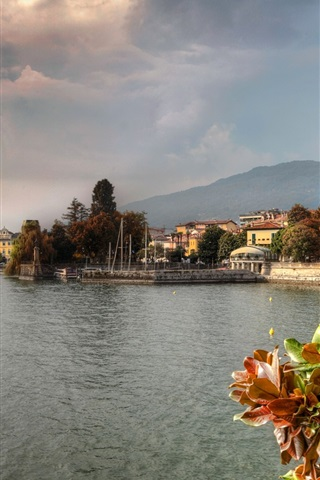 iPhone Wallpaper Italy, lake, trees, houses, city, clouds