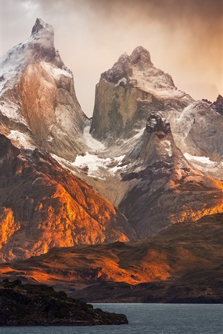 iPhone Wallpaper Patagonia nature landscape, mountains, lake, clouds