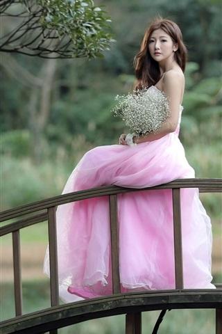 iPhone Wallpaper Pink dress Asian girl stand on bridge
