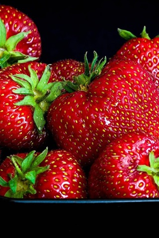iPhone Wallpaper Strawberries, delicious fruit, black background