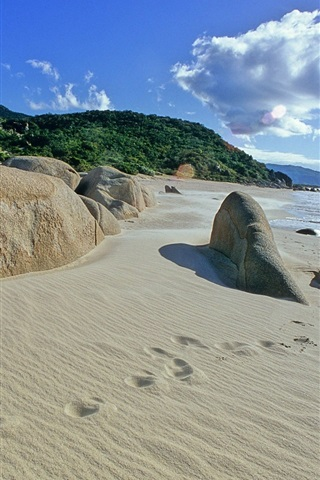 iPhone Wallpaper Beach, sand, footprints, sea