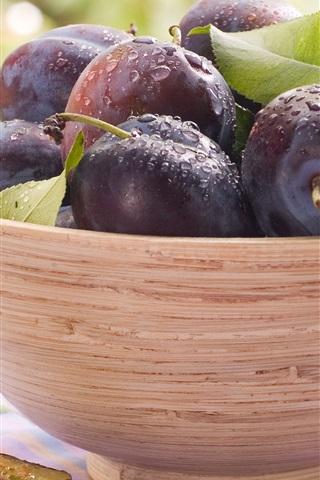 iPhone Wallpaper Fresh plums, bowl