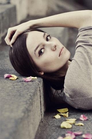 iPhone Wallpaper Girl lying on steps, leaves, pose