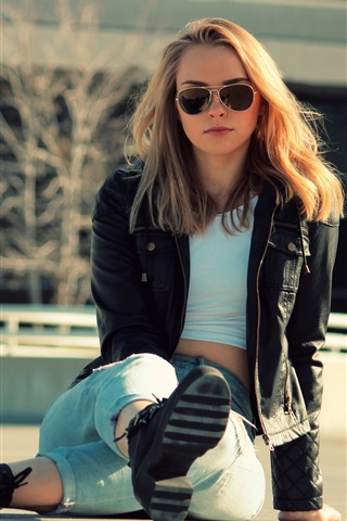 iPhone Wallpaper Girl sit on ground, jeans, jacket, sunglasses