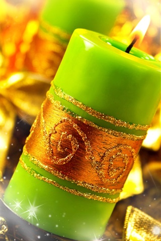 iPhone Wallpaper Green candles, flame, fire, gold style, Christmas decoration