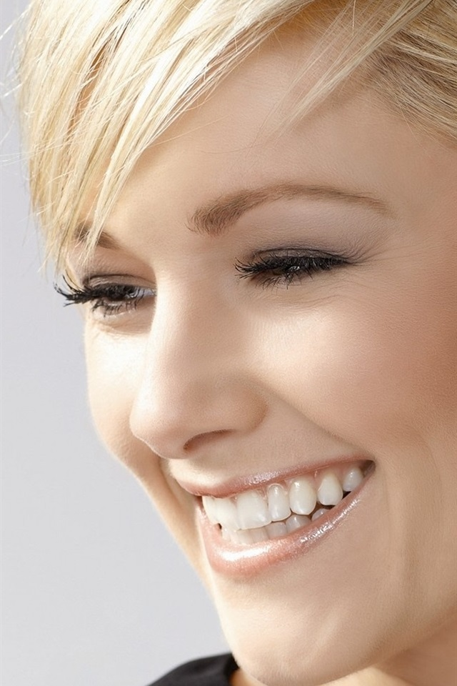 Helene Fischer 01 640x960 Iphone 4 4s Wallpaper Background Picture Image