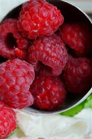 iPhone Wallpaper Ripe raspberry, delicious fruit