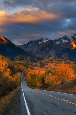 iPhone Wallpaper Road, trees, mountains, autumn, clouds, dusk