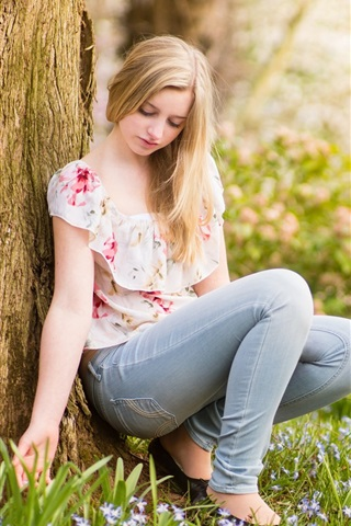 iPhone Wallpaper Summer, pure young girl, tree, grass