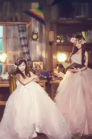 iPhone Wallpaper Three Chinese girls, room, bride