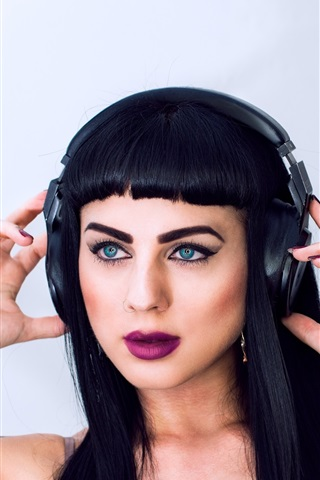 iPhone Wallpaper Black hair girl, blue eyes, makeup, headphones